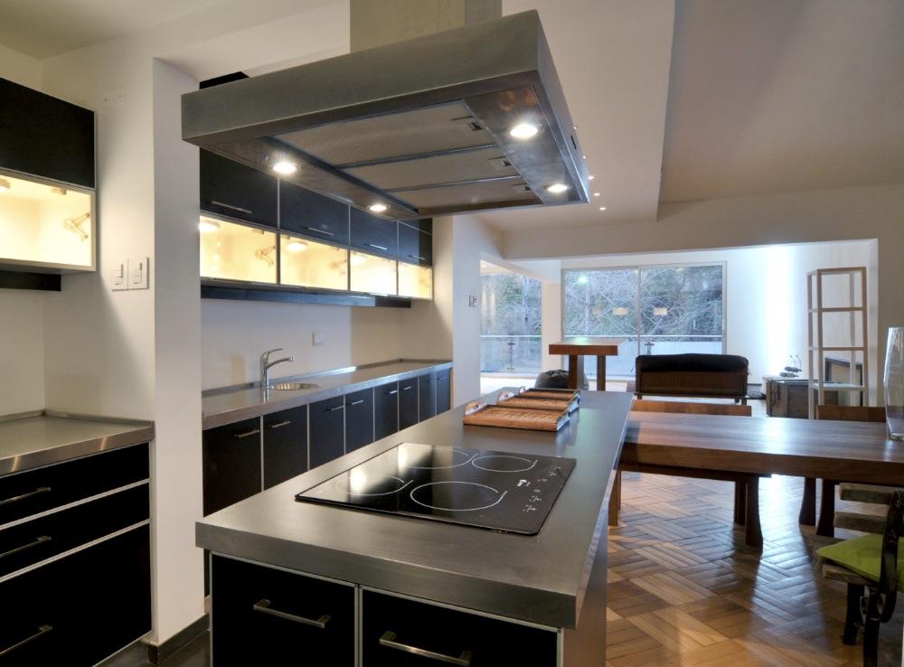 casa moderna con colores neutros