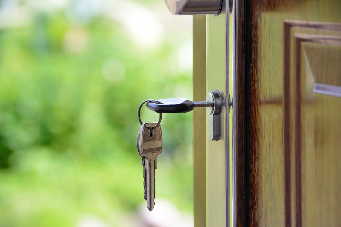 Estrategias de ahorro para comprar la primera casa