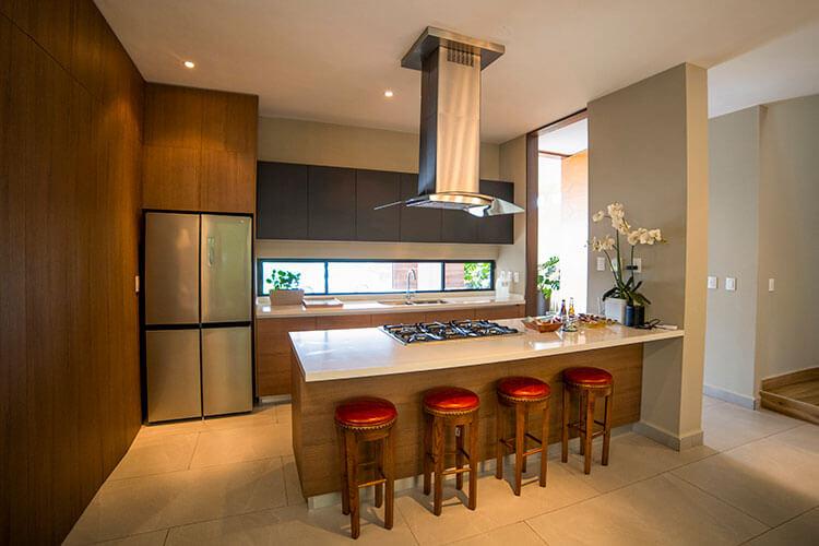 Cocina de casa en Cumbres modelo Inland en Península.
