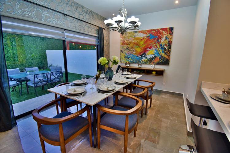 Comedor de casa modelo Khali en Alyssa Residencial.