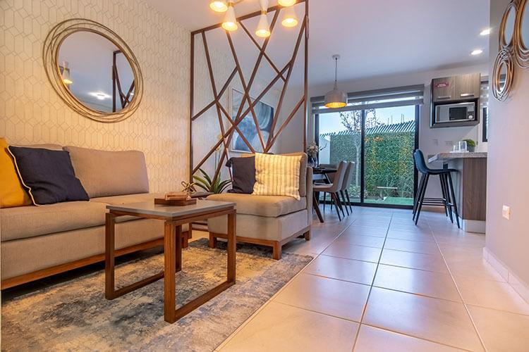 Sala de casa modelo Vela en Alhandra Residencial.