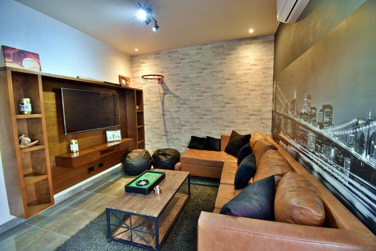Sala de entretenimiento de casa en Saltillo modelo Duna en Alyssa Residencial.