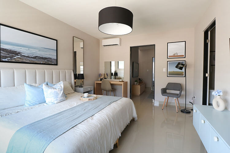 Recámara principal de casa modelo Ibiza 3N en Montenova Residencial.