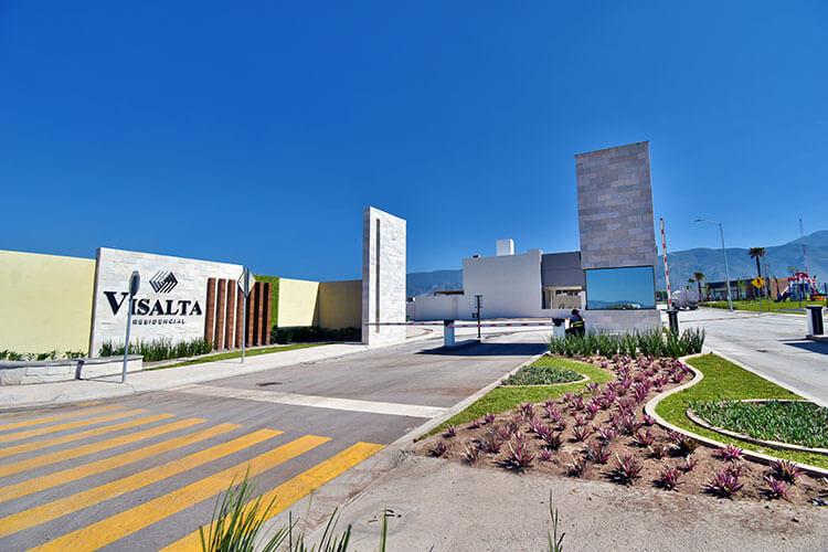 Acceso de fraccionamiento en Saltillo Visalta Residencial.