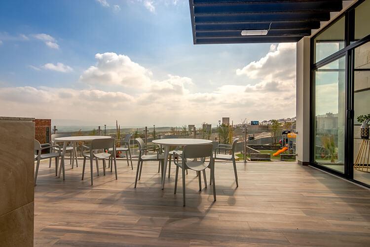 Terraza de casa club en Ankara Residencial.