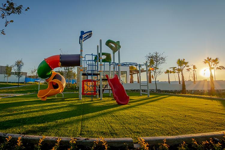 Área de juegos infantiles en Alhandra Residencial