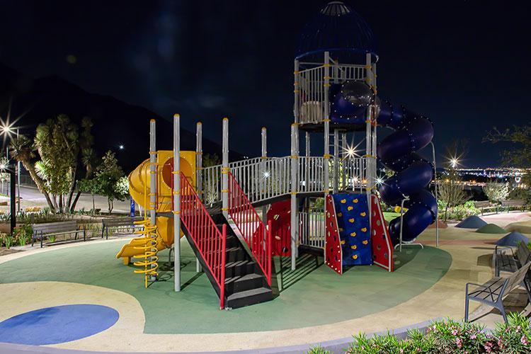 Área de juegos infantiles en Península