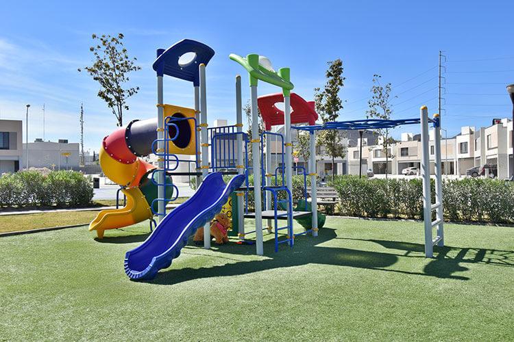 Juegos infantiles en fraccionamiento Triana Residencial