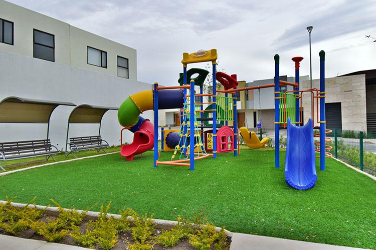 Juegos infantiles en fraccionamiento Lenna en Querétaro