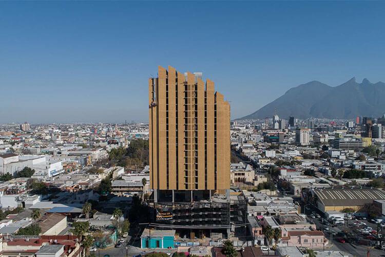 Torre Históricah en el Centro de Monterrey, vista hacia el Cerro de la Silla