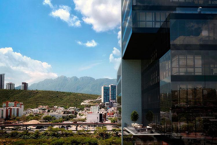 Vista del Río Santa Catarina en Monterrey desde la Torre Pixel